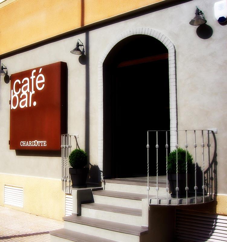 Muebles FS interiorismo y decoración del café bar Charlotte