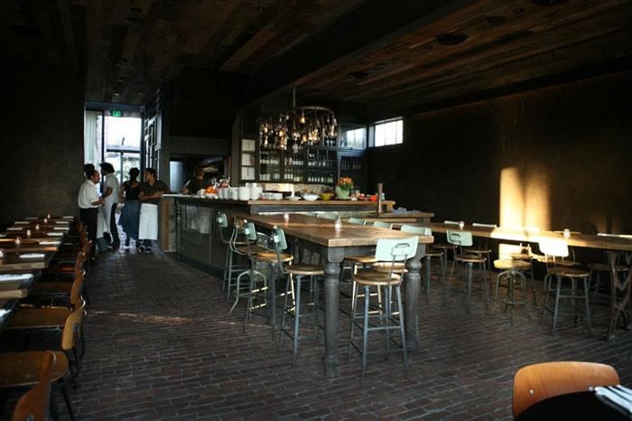 Decoraci n interior estilo industrial en restaurante gjelina for Decoracion de pared para restaurante