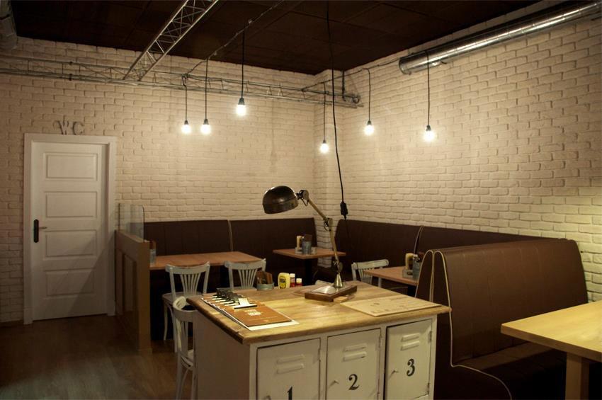 Fotos del interiorismo de estilo industrial en La Pepita Burguer Bar