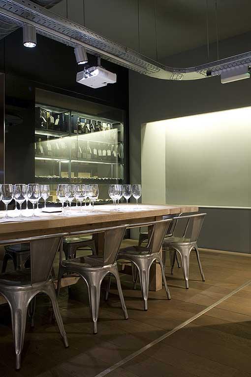 Imágenes de la decoración moderna en La Carta de Vinos