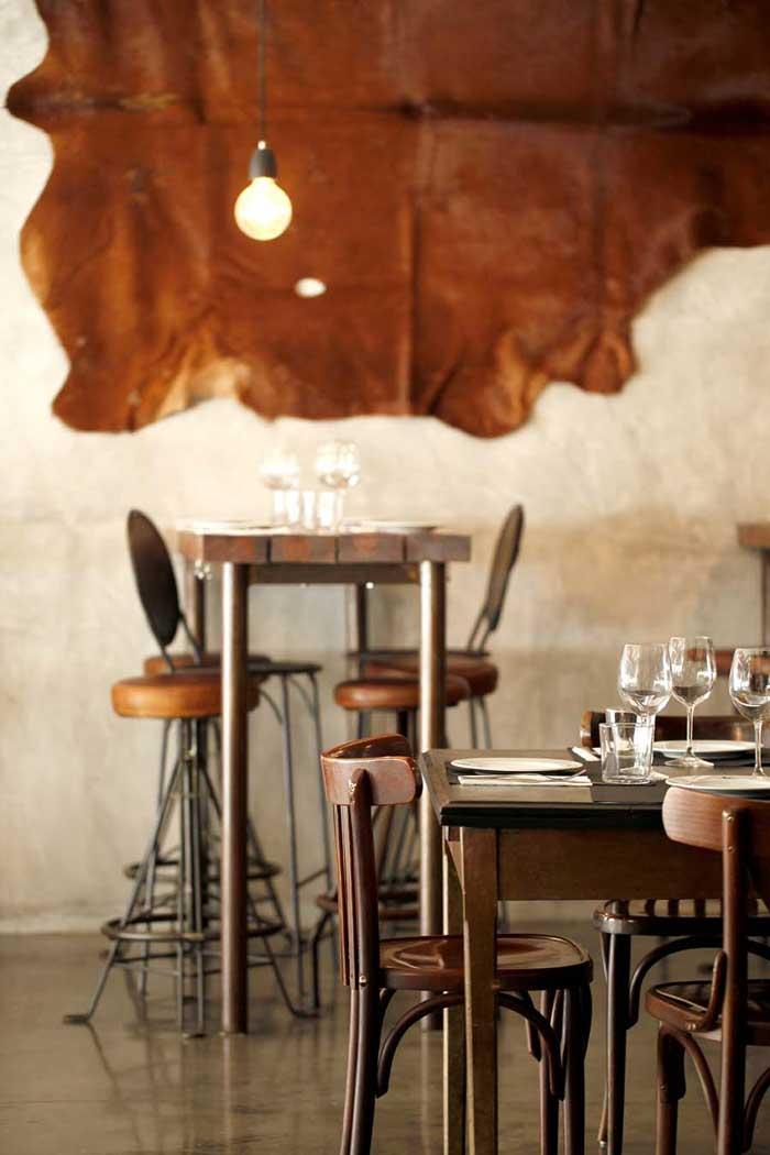 Imágenes de los taburetes FS en el restaurante Carnalentejana de Lisboa
