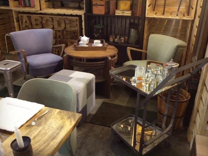 Imágenes del mobiliario vintage de Francisco Segarra en Hostelco