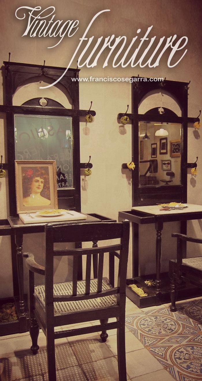 Imágenes del mobiliario vintage furniture de Francisco Segarra en CEVISAMA 2013