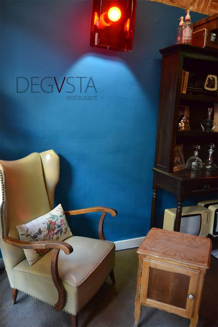 Imágenes de la decoración vintage en el restaurante cafeteria Degvusta