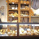 Imágenes de la decoración interior en la panadería Vallespà