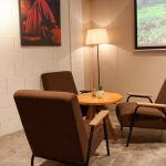 Imágenes de los sillones y butacas Francisco Segarra en la cafetería Beat