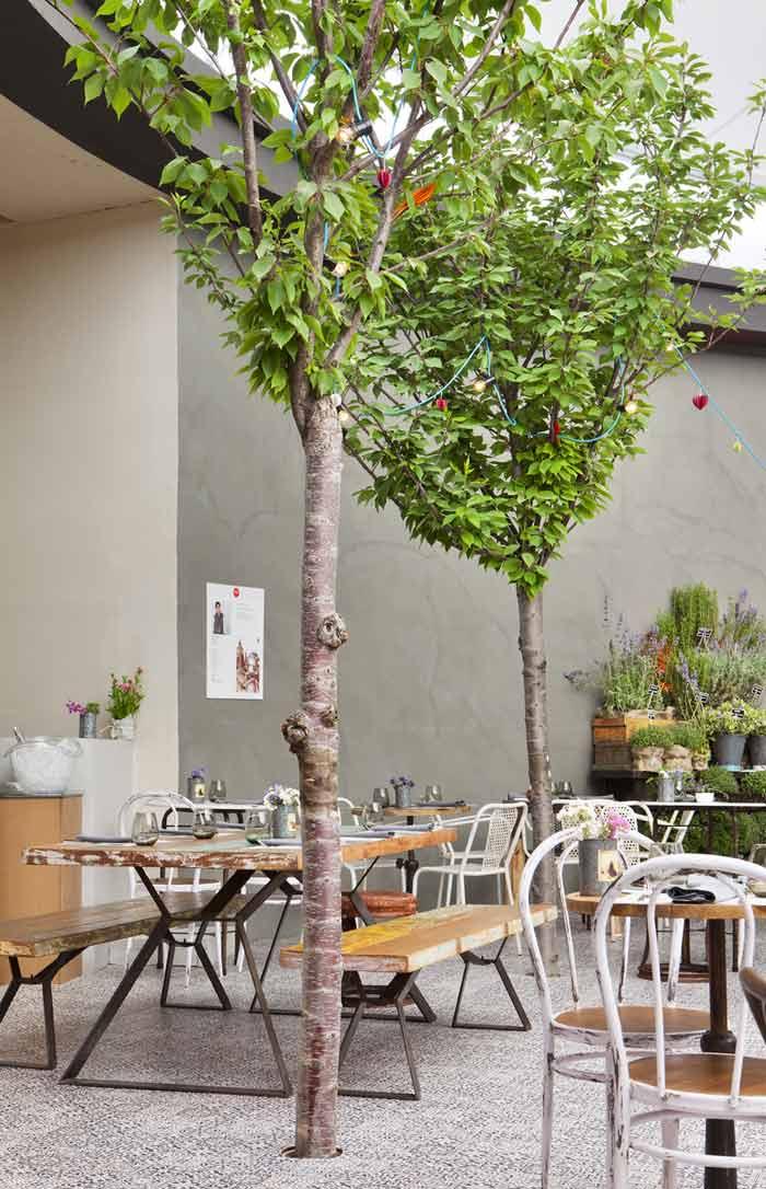 Imágenes de mesas y sillas Francisco Segarra en Casa Decor Madrid 2013