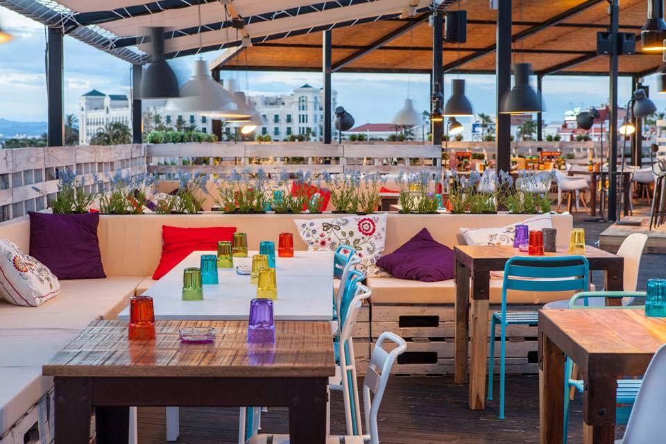 Mobiliario vintage decoraci n terraza de cafeter a il rosso for Mesas de cafeteria