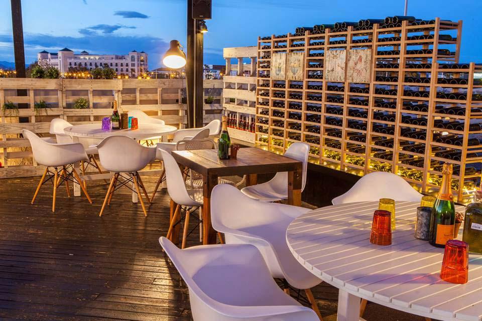 Mobiliario vintage decoraci n terraza de cafeter a il rosso for Mobiliario de terraza