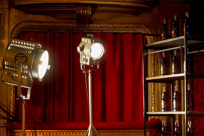 Fotos del mobiliario vintage en la escenografía de Havana 7 en el Teatro Claderón