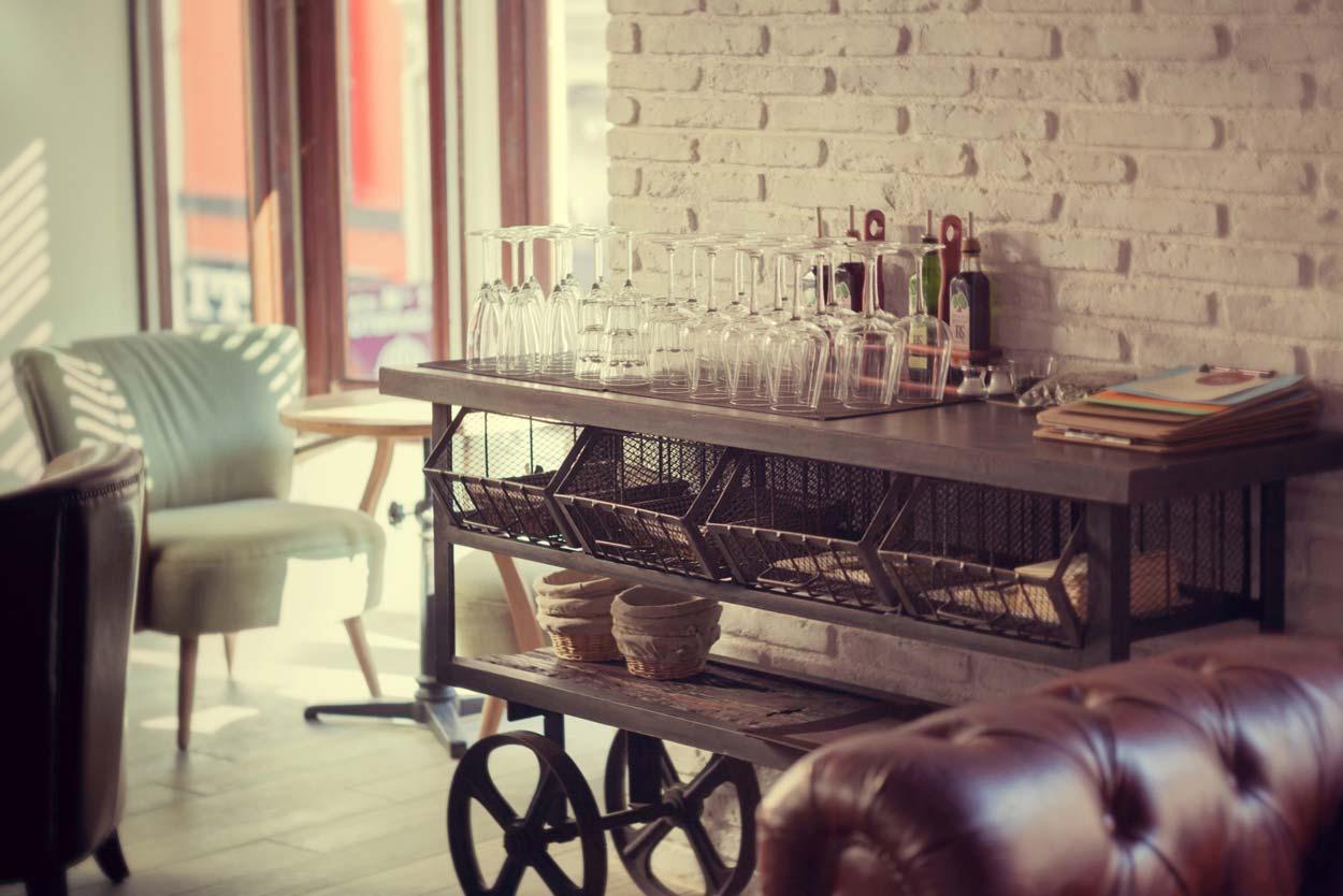 Fotos del mobiliario auxiliar Francisco Segarra en panaderia Forn Le Petit Pain
