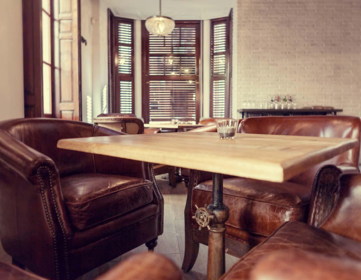 Fotos del mobiliario vintage en la arquitectura de interiores de Forn Le Petit Pain
