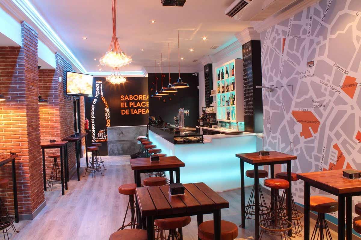 Nueva decoraci n en bar de tapas dvinos con muebles fs - Decoracion de bar ...