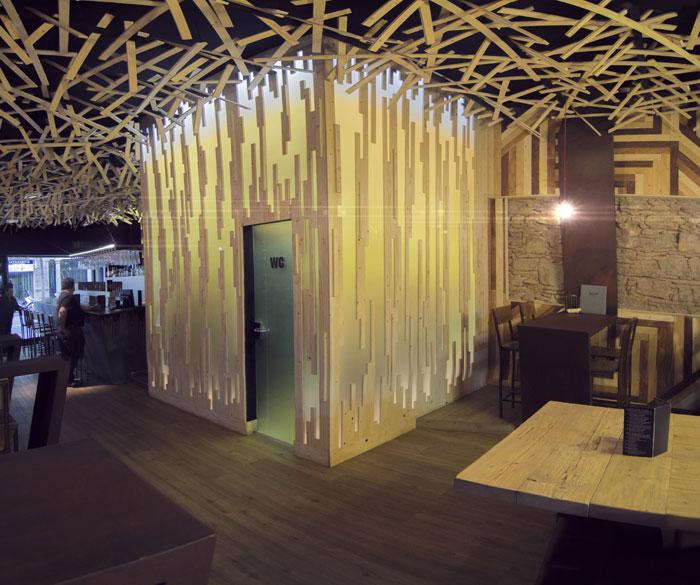 Foto del interiorismo y decoración en la cervecería BierCaB.