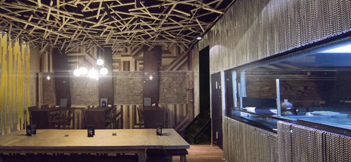 Foto del mobiliario vintage de Francisco Segarra en la cervecería BierCaB.