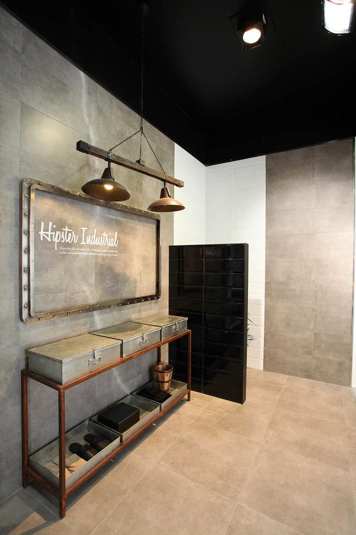 Imagen de mobiliario Francisco Segarra en el stand de Peronda Cerámicas
