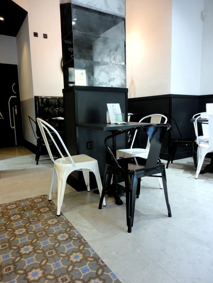 Foto de las sillas Dres de diseño francés para panaderias y pastelerías.