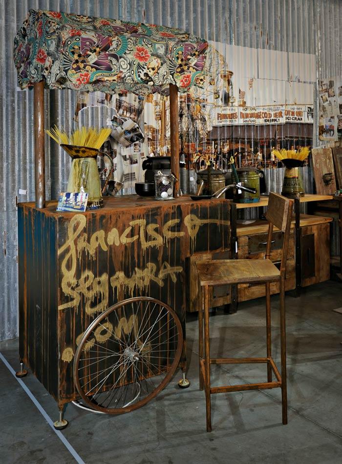 Imagen de los taburetes, sillas y mesas de Francisco Segarra en HOST.