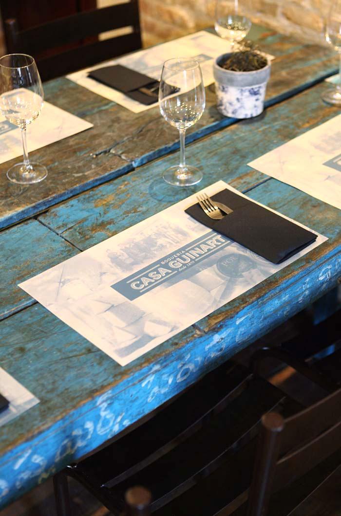 Imagen de las mesas antiguas plegables para restaurantes de Francisco Segarra