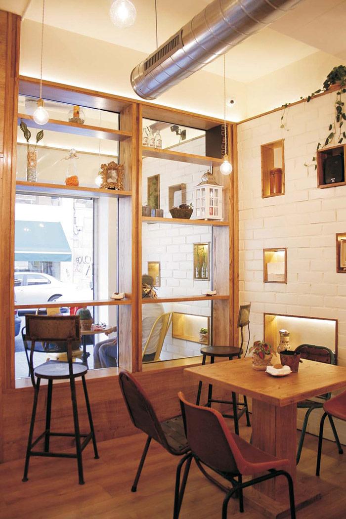 Fotos del mobilairio para hostelería Francisco Segarra en Cafetería Cinco Sentidos.