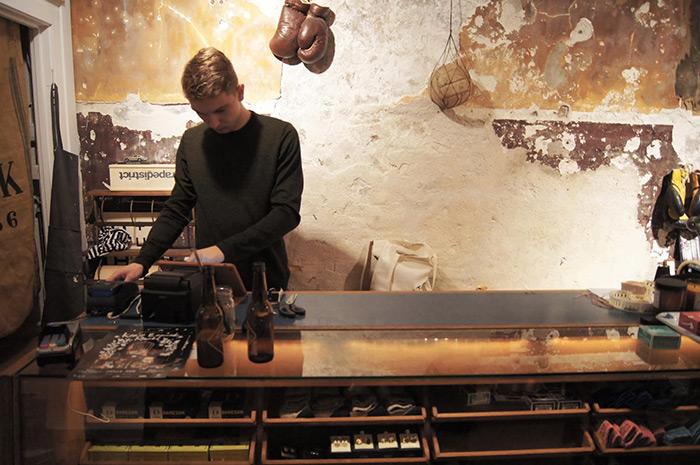 Foto de Francisco Segarra. Francisco Segarra. Muebles para interiorismo en comercios.