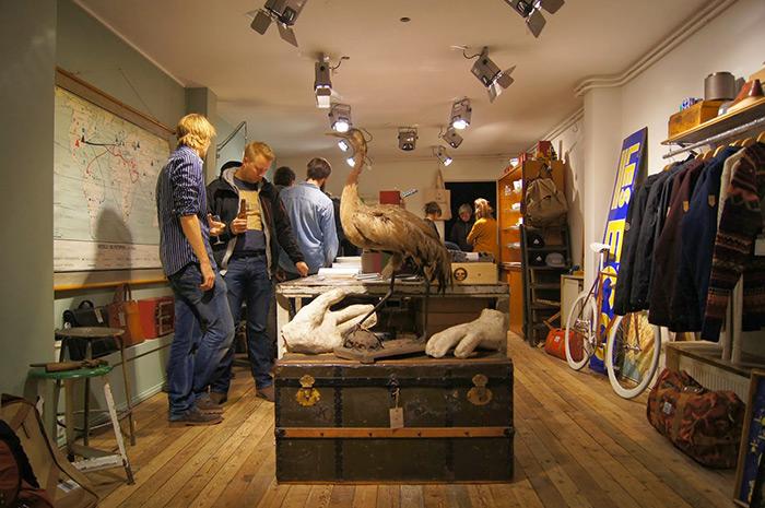Foto de Francisco Segarra. Muebles para interiorismo de tiendas de ropa.