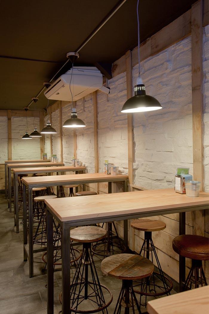 Fotos del interiorismo en el bar La Tapería de Torrelavega.