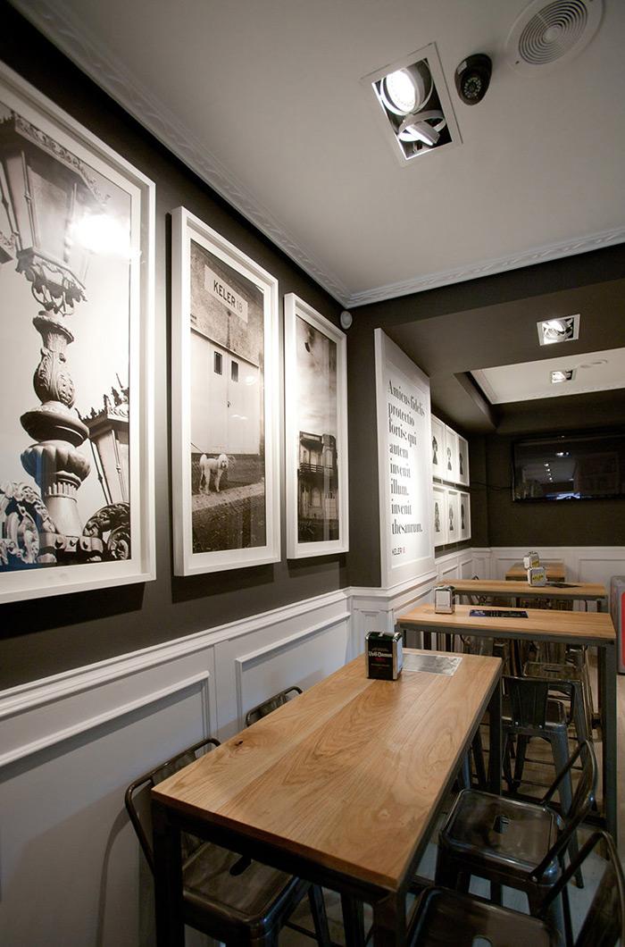 Fotos del mobiliario y taburetes de Francisco Segarra en el proyecto bar Amistad.