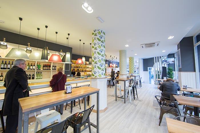 Imagen del mobiliario de hostelería Francisco Segarra en Bar La Brújula.