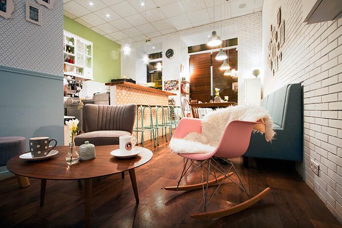 Imagen de mobiliario retro para interiorismo y decoración profesional.