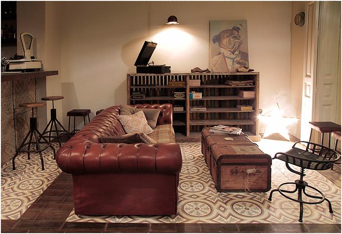 Imagen del mobiliario para hostelería de estética vintage en el restaurante Trece.