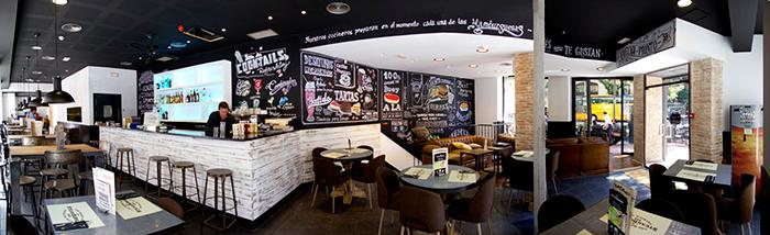Imagen de muebles vintage y decoración mural para espacios en hostelería.