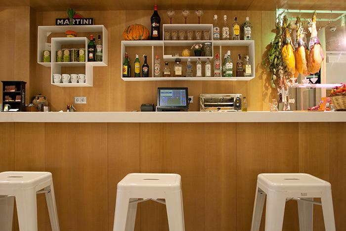 Foto de la reforma en la barra de bar del restaurante Las Vegas.