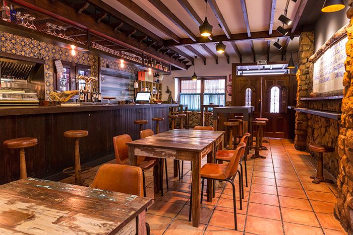 Muebles vintage para decoración de bares y restaurantes de la firma Francisco Segarra.