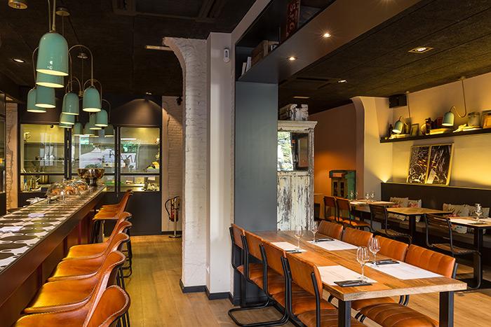 Fotos. Mesas, sillas, taburetes, mobiliario para bares / restaurantes.