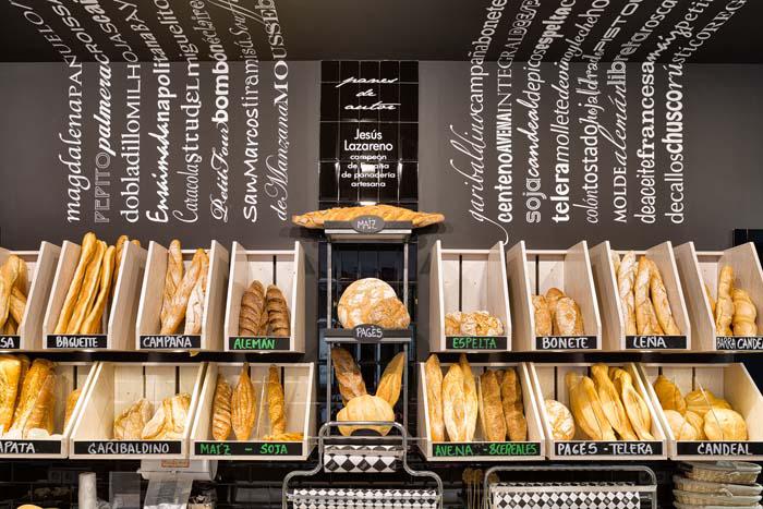 Fotos. Expositor pan panaderías pastelerías Lazareno Gourmet.