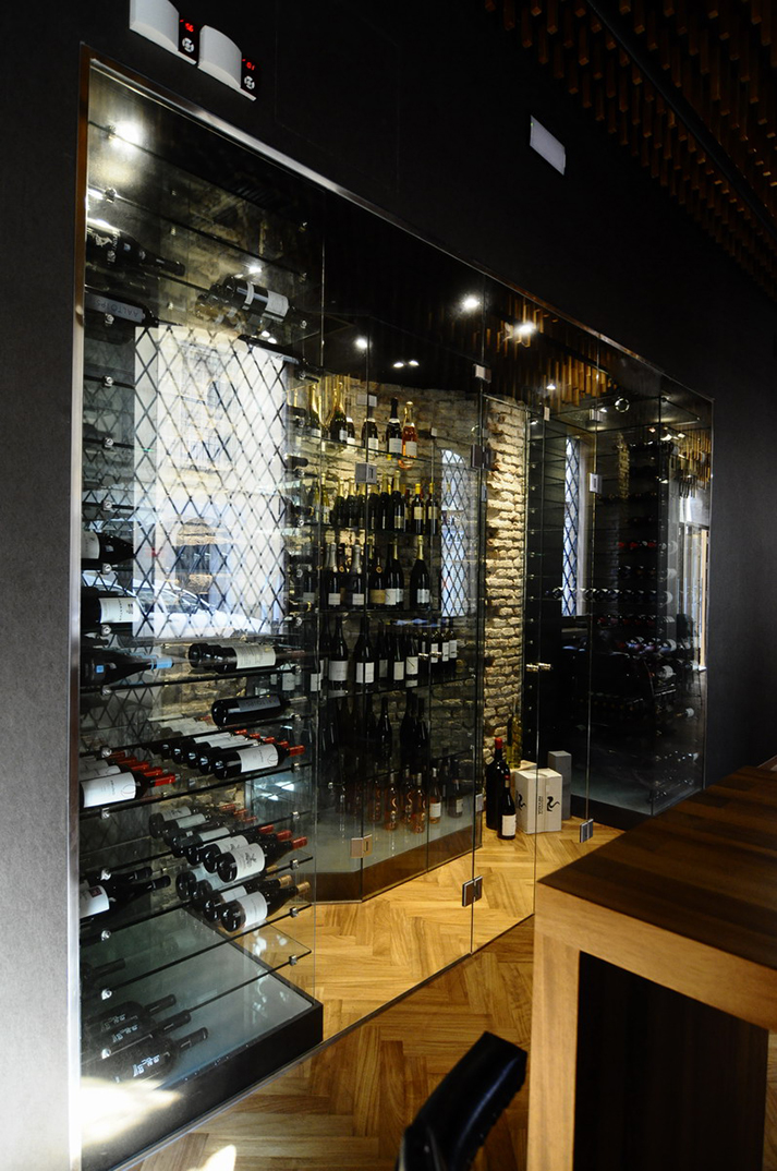 Imagen de la bodeh¡ga en La Deriva, restaurante.