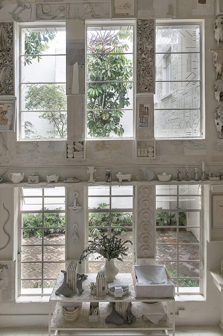 Diseño de interiores y decoración minimalista en Hueso, restaurant.