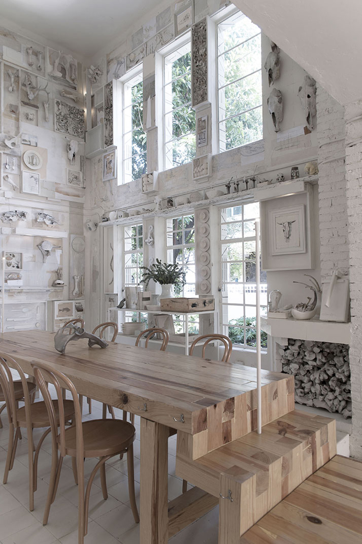 Imágenes de los muebles de restaurante Hueso.