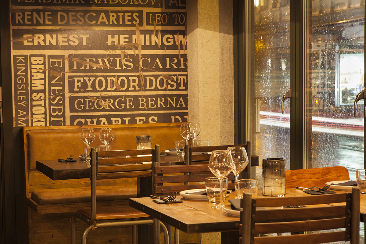 Fotos. Muebles Francisco Segarra en bar de tapas Escalón.
