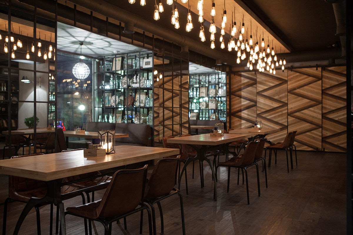 Proyectos de interiorismo para hosteler a restaurante barco for Photo de bar restaurant