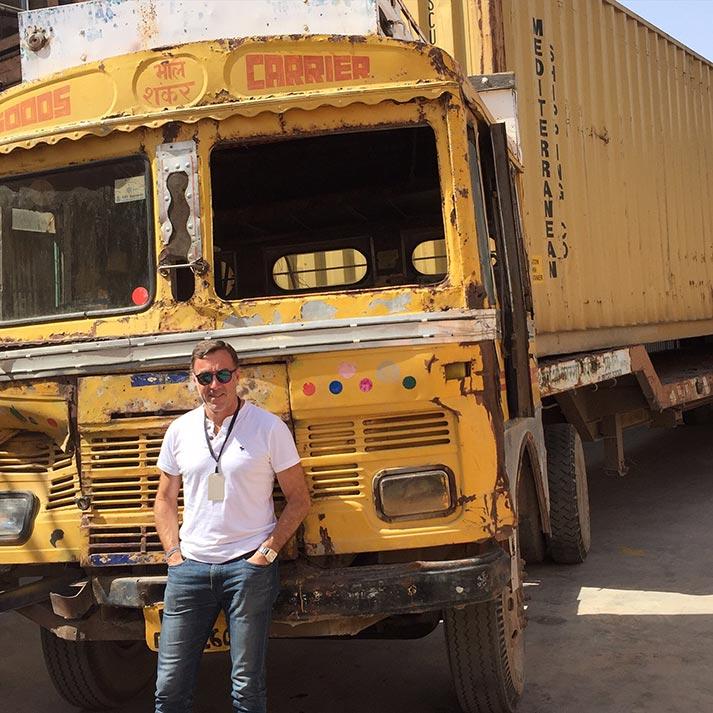 Francisco Segarra en su viaje a la India.