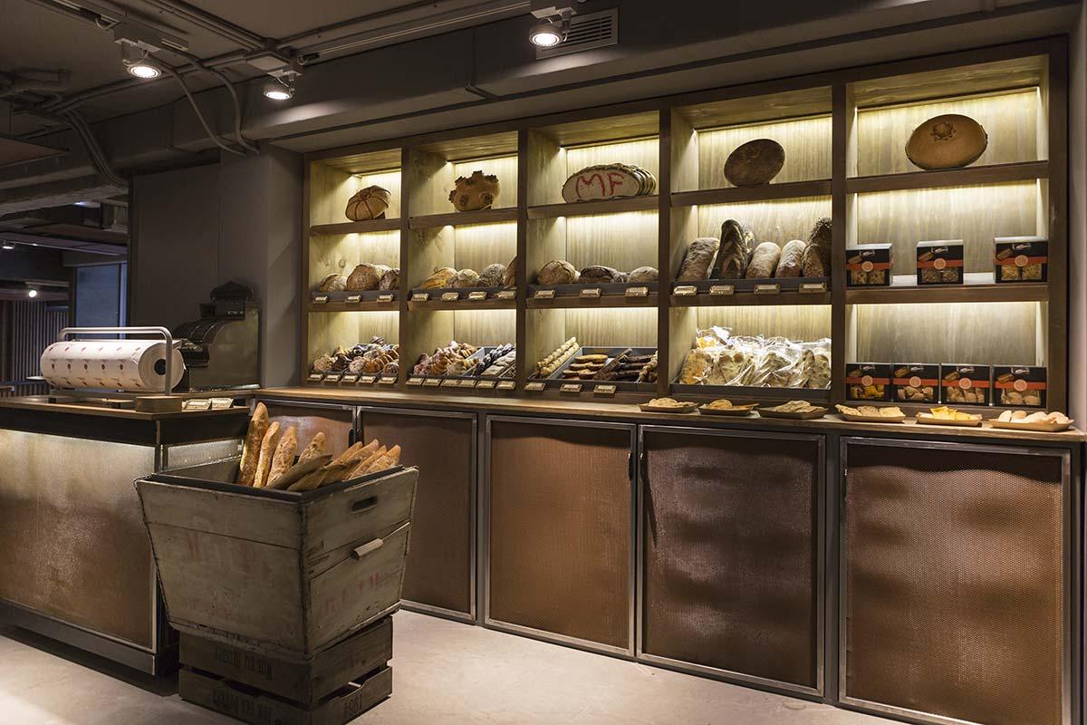 Estanterías del proyecto de interiorismo pastelería Mamá Framboise.