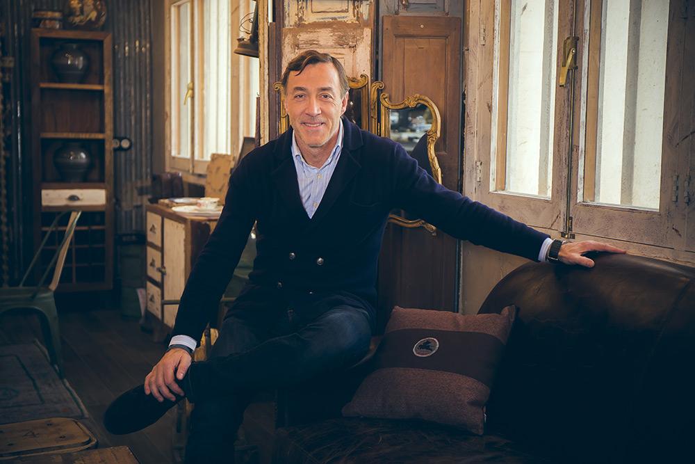 Francisco Segarra, gerente de la tienda de muebles vintage FS.