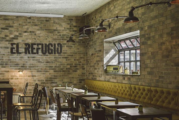 El nuevo interior de restaurante El Refugio.