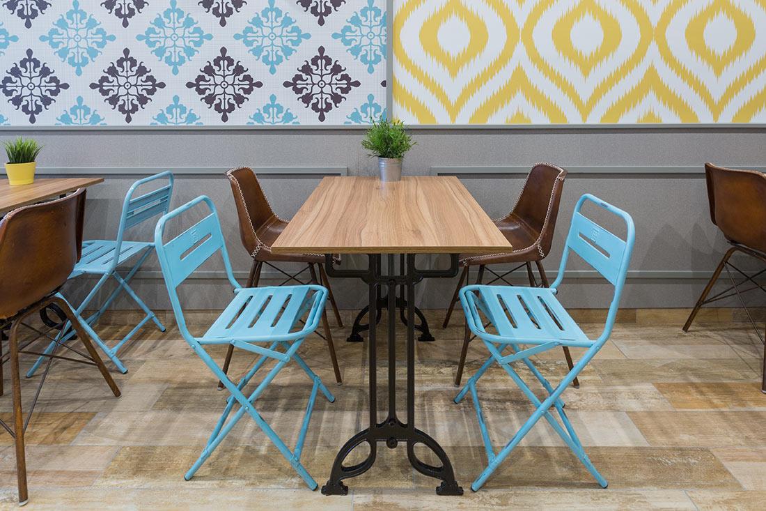 Muebles de Francisco Segarra en la reforma integral del local para hostelería Churrería Hannover.