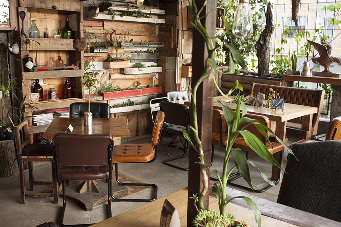 Alambique, Colombia. Muebles de la firma Francisco Segarra.
