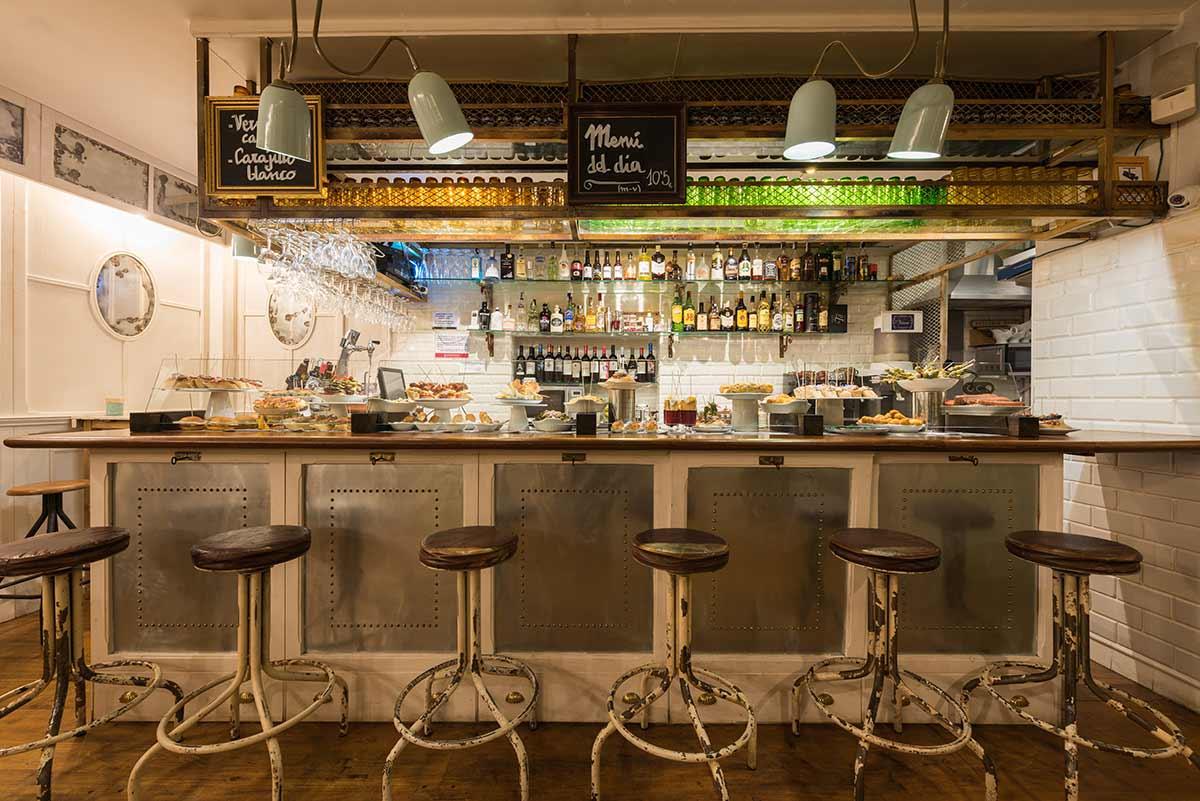 Interiorismo y dise o para restaurantes vascos for Disenos de bar de madera