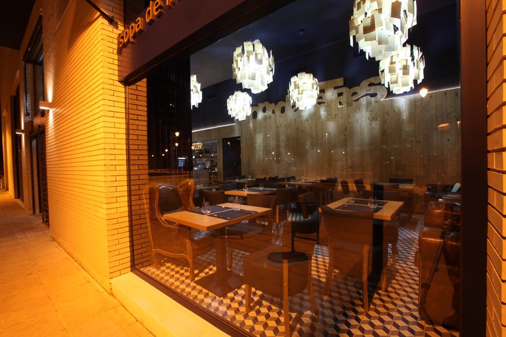 Proyecto sopa de lletres. Francisco Segarra, mobiliario para restaurantes.