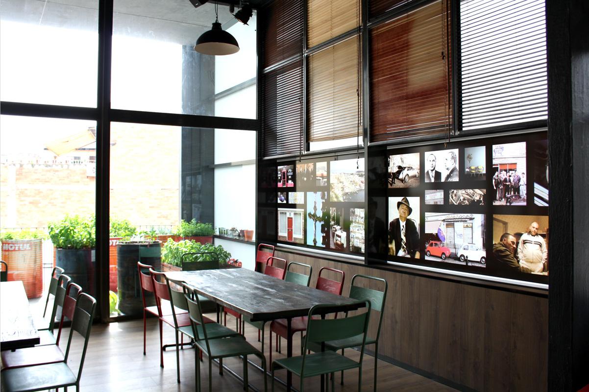 Mesa Le Garaje en el restaurante Los Soprano. Revista Proyecto Contract